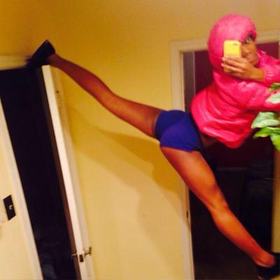 legs-spread-selfie