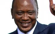 uhuru-kenyatta-helping-out